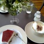 """Erdbeer-Käsekuchen im Café """"Frau Paul"""", Berlin"""